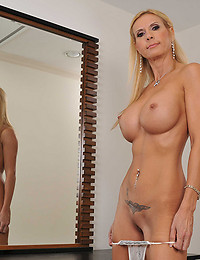 Tattooed Couger Brooke Exposes All