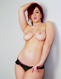 Curvy redhead has perfect ass