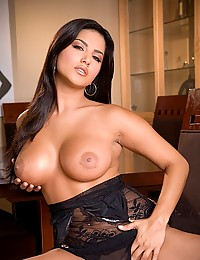 Sunny Leone teases in black lace lingerie and plays with her fresh pussy