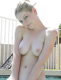 XXX Raimi - Cute and sexy broad poses naked by the pool