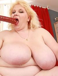 Huge blonde toys vagina