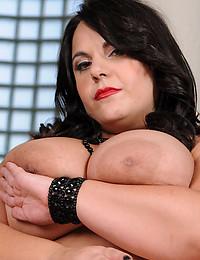 Solo fat chick in lipstick striptease