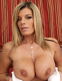 Gorgeous Blonde Milf Kristal Fingers Pussy