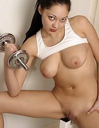 Naked gym girl