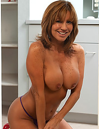 Smiley Busty Cougar Tara Holiday