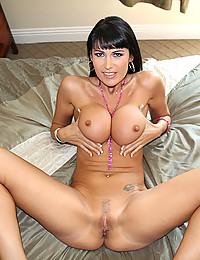 Sexy Milf Eva Getting Naked