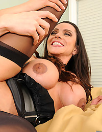 Sexy Babe Encounters Big Cock