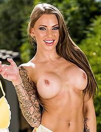 Leggy Tattooed Juelz Flaunts Sexy Ass