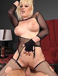Blonde Beauty Wants Cock Hardcore