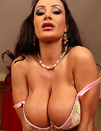 Hot Erotic Momma Lisa Ann Strips