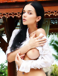 Katie Fey - Splendid perky tits modeled outdoors by a hottie