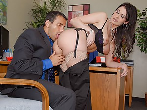 Super hot boss sucks his cock