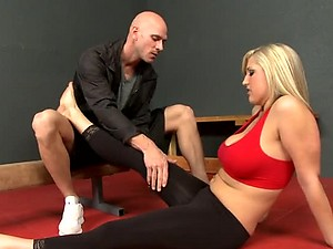 Big Breasted Blonde Dayna Vendetta Fucked By Her Gym Instructor