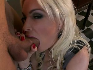 DD Cupped Anal Blonde Diamond Foxxx Goes Ass To Mouth In Stockings