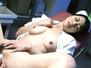 Maki Houjo vibrates her nurse's pussy and licks all over it