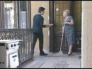 Granny Fucks the Pizzaboy