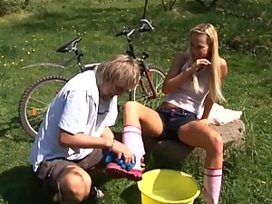 Blonde Angelina Love in Outdoor Bang and Facialization